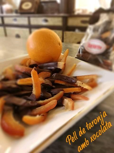 Pell taronja amb xocolata